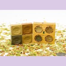 Набор оливкового мыла в подарочной картонной упаковке с круглыми отверстиями